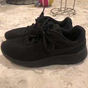 Nike you 3.5 black comfortable sneakers